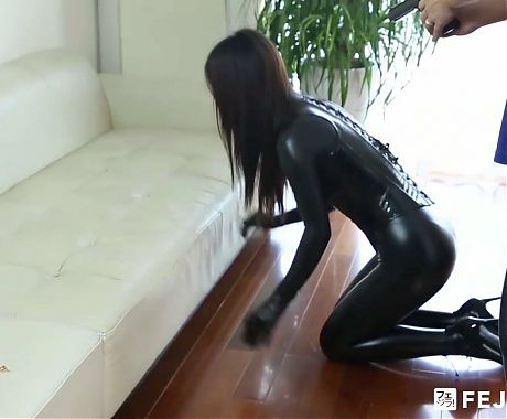 Fejira com – arrested with a controlled latex-clad slave girl